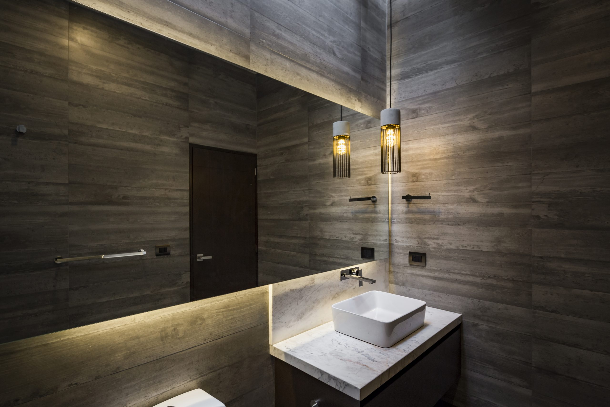Lee más sobre el artículo Iluminación en los espejos de los baños