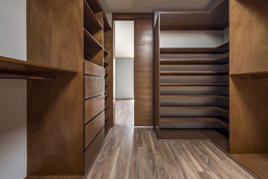 Puerta de madera interior